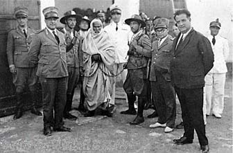 Omar Mukhtar in chains